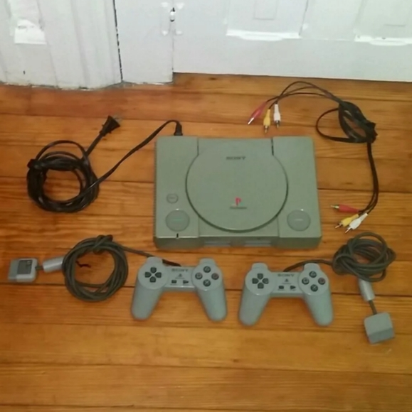 FIRM! Play Station One Original With 2 Remotes
